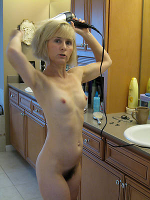 Small tits nude pics