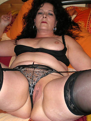 Brunette nude pics