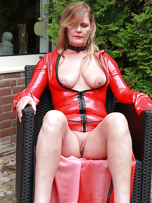 Mature latex porn pictures downloads