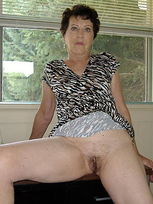 Hot mature porn photo downloads