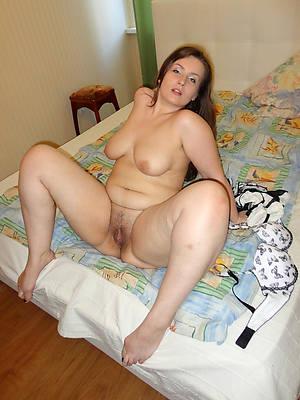 Moms nude pics downloads