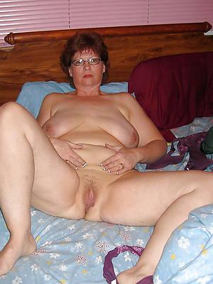 Mature women in glasses porn pic