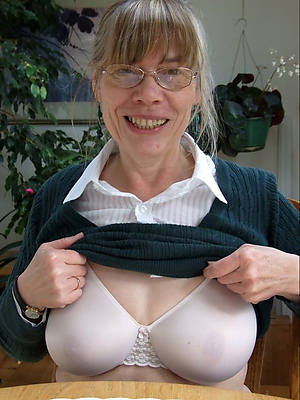 Mature women in glasses porn pic