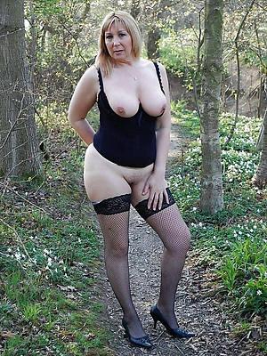 Mature women solo porn pic