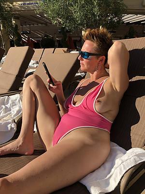 Amateur women in bikini porn pics