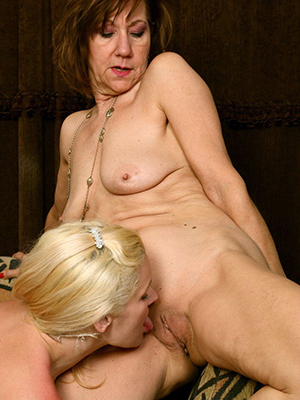 Free mature porn photos downloads