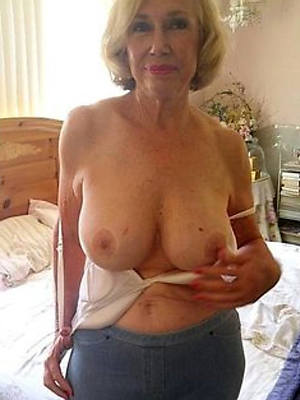 Free mature women pics downloads