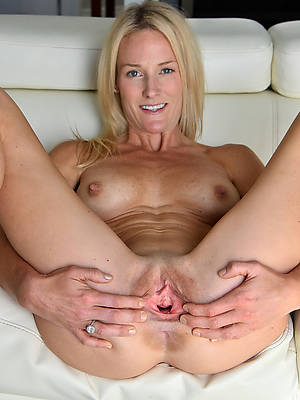 Free mature nude pic