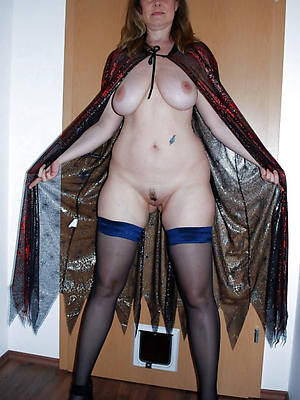 Horny mature porn pics