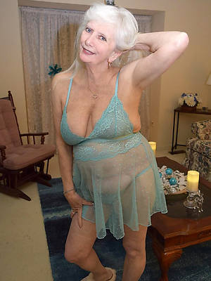 Hot nude mature pic