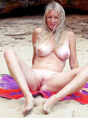 Hot mature naked gallery