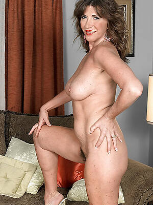 Horny mature free nude pics